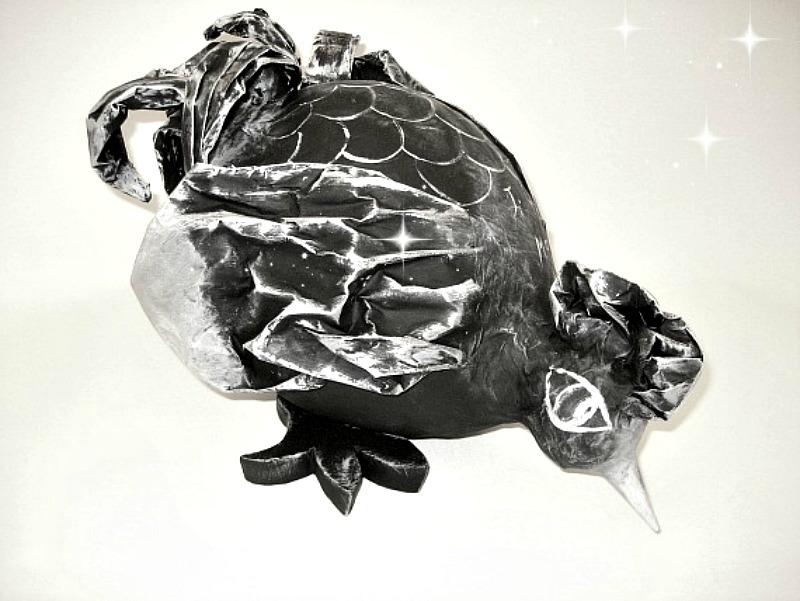 poule-chiffonnee-noire-blanc-argent-3