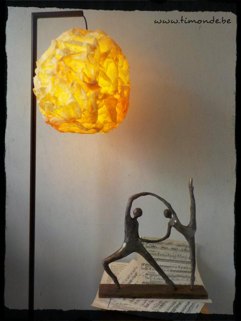 Luminaire rouillé ocre allumé