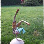 Acrobate sur boule en terre - Disponible