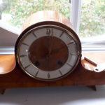 Une vieille horloge qui sonne